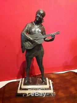 Ancienne sculpture art déco statue régule femme à la guitare no bronze