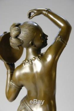 Art Nouveau- jeune fille au tambourin en bronze signée M. C. Bouay- envoi gratuit