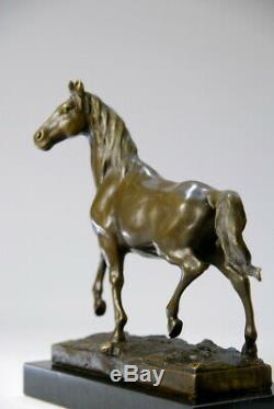 Art animalier, Splendide cheval en bronze signé Milo