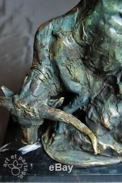 Art animalier, superbe sculpture de taureau, bronze