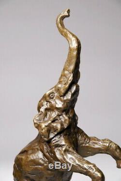 Art animalier, très bel éléphant en bronze signé Milo
