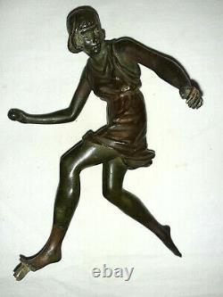Atalante Par Pierre Le Faguays Sculpture En Bronze Art Deco