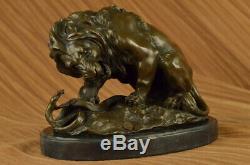Bronze Lion et Serpent Sculpture sur un Massif Marbre Base Art Ornement Figurine