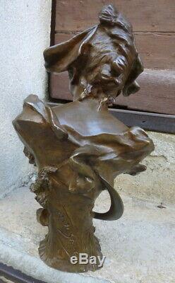 Buste de jeune femme Art-nouveau signé et cachet