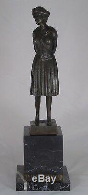 D. H. Chiparus (d'après) Bronze socle marbre représentant une femme Art Déco
