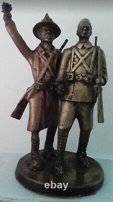 Demba et Dupont. Sculpture en bronze de l'artiste sénégalais Wamba. Art africain