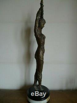Importante Statue Sculpture Femme Style Art Deco Apres Chiparus Moderne
