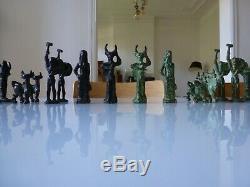 Jeu D'echec En Bronze Massif Sculpture Art Moderne A Identifier