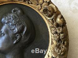 Médaillon en bronze et bois doré par Théodore Rivière, Arts Nouveau
