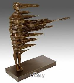 Moderne Art Sculpture en Bronze Stable dans Treuil Signé M. Petit