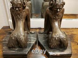 Rare Serre Livre Art Déco statue sculpture Diable En Bronze argenté Signé