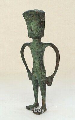 Sculpture Art Brut en bronze patiné personnage yeux exorbités