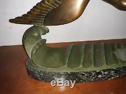 Sculpture en Bronze Art Déco Représentant Deux Mouettes En Plein Vol Sur Vagues