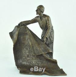 Statue Sculpture Marchand de tapis Oriental Style Art Deco Bronze massif Signe